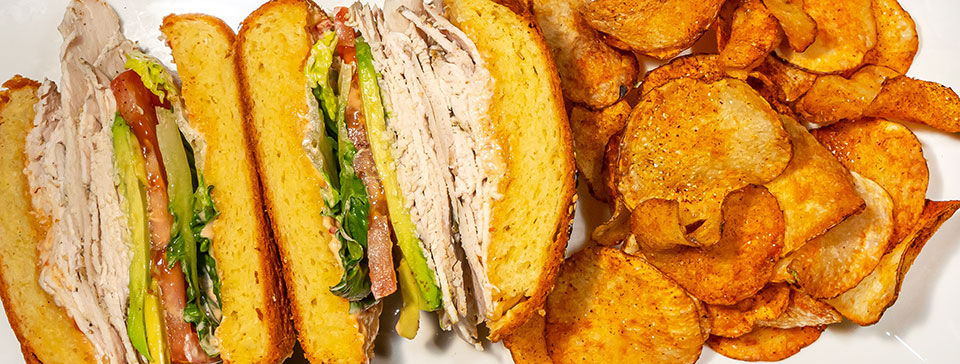 Turkey sandwich with potato chips by Center Cut